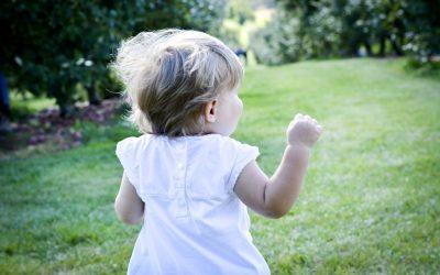 Parent-Enfant : Comment la nature aide ton enfant à prendre confiance en lui